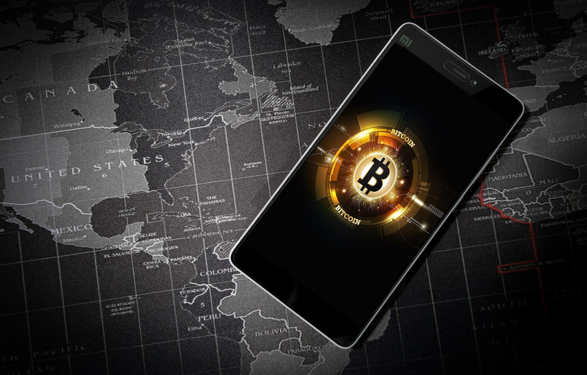 """""""Bitcoin diabelskim nasieniem kryzysu finansowego"""". Przedstawiciel Europejskiego Banku Centralnego o kryptowalutach i przyszłości walut wirtualnych"""