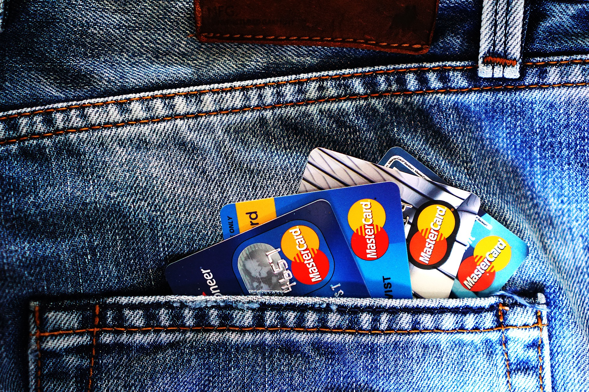 Przedostatnie starcie, czyli karta płatnicza oraz aplikacja mobilna jako element silnego uwierzytelniania. Posiadanie w świetle najnowszej opinii EBA.