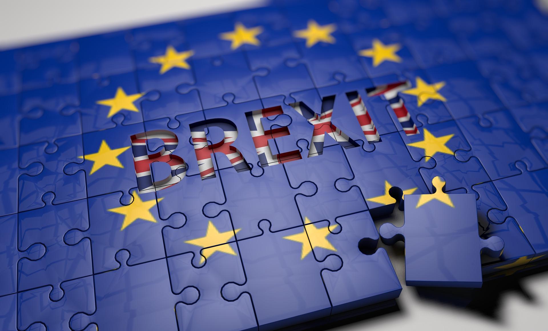 ESMA: Firmy inwestycyjne muszą informować klientów o potencjalnych skutkach Brexitu